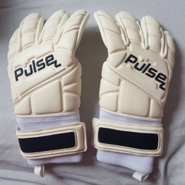 @delkeough: Love delivery day!  Thanks to @Pulsegk for the gloves. Buzzing to use them tomorrow.