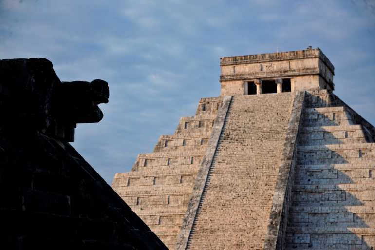 -Kukulkán pyramid at Chichén Itza