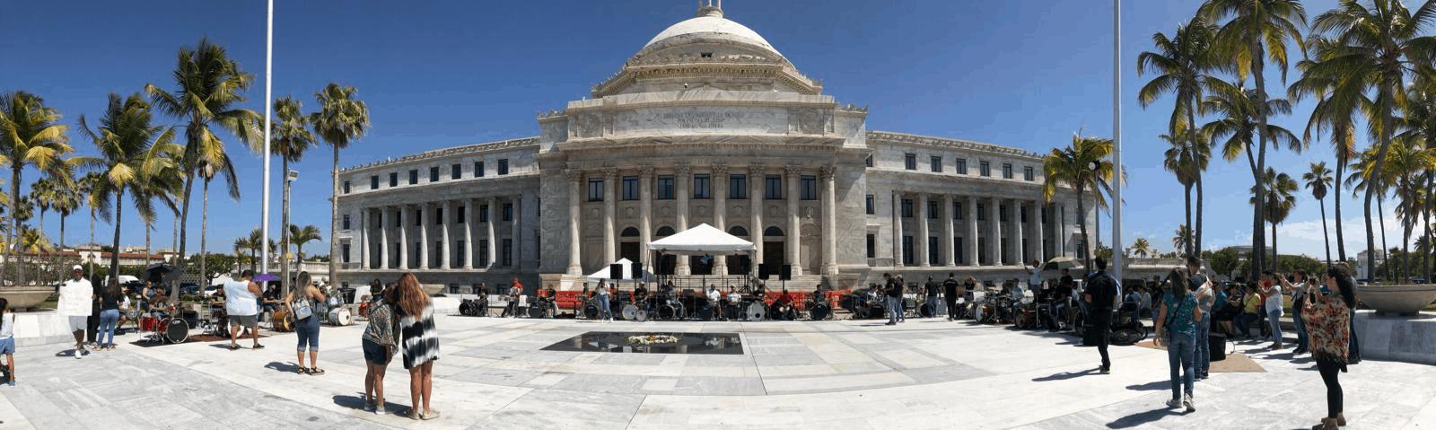 Más de 50 bateristas se reúnen frente al Capitolio