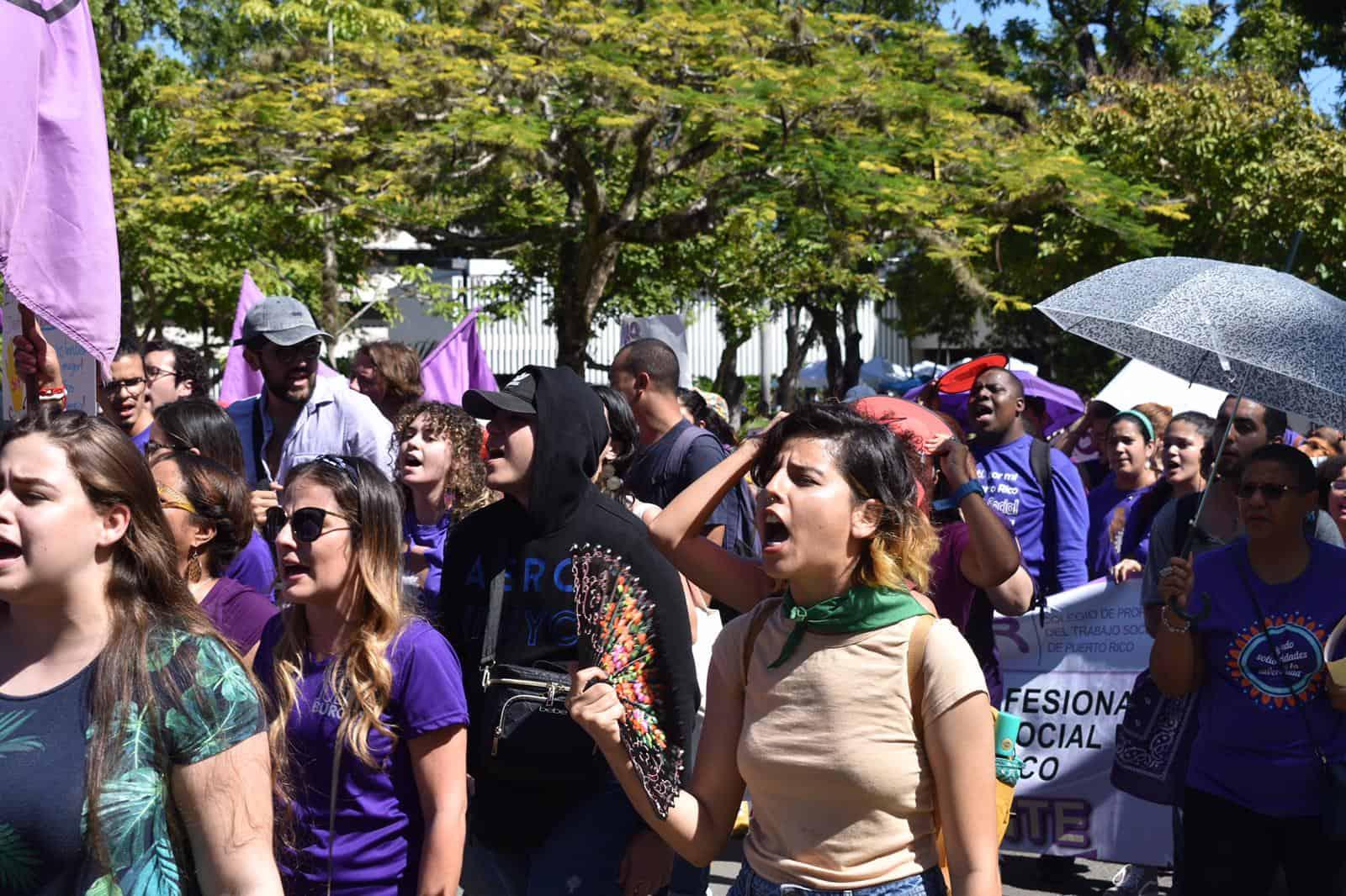 Marchan en contra de la violencia de género