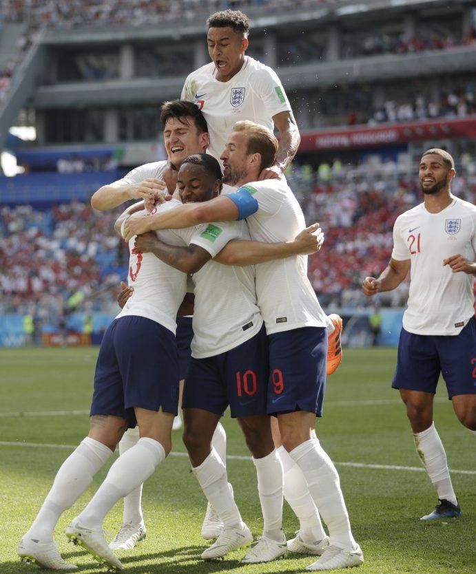 EL abrazo ante un golazo de Kane