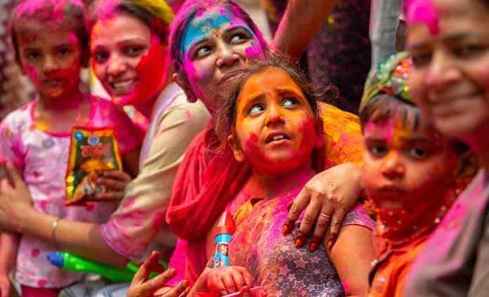 La fiesta de los colores en la India se celebra entre restricciones por el  coronavirus