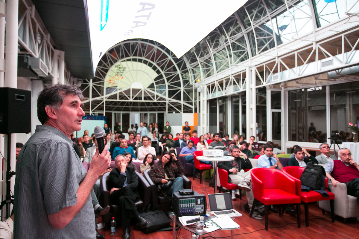 Claudio Gutiérrez habló sobre el modelo ACE en DataTuesday.