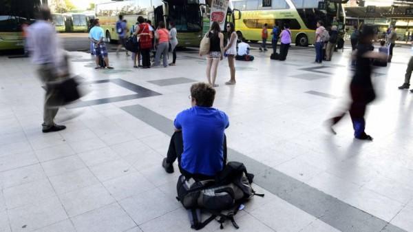 Retorno de veraneantes en terminales de buses