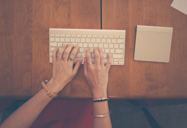 hands-woman-apple-desk-large