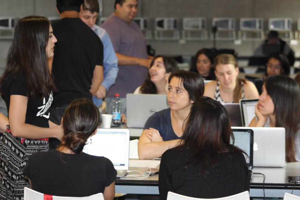 HackGirls busca acercar a las mujeres chilenas a la programación
