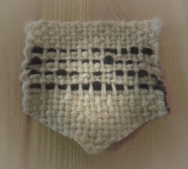 poche tissée avec de la laine blanche et de de la laine pure de mouton noir