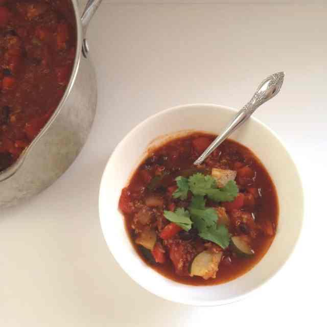 Quinoa Veggie Chili - pumpkinandpeanutbutter