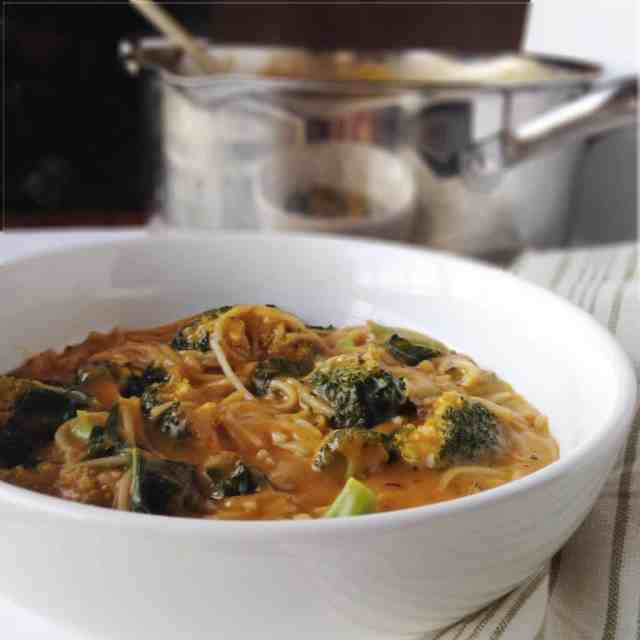 Power Greens Noodle Soup // pumpkin & peanut butter