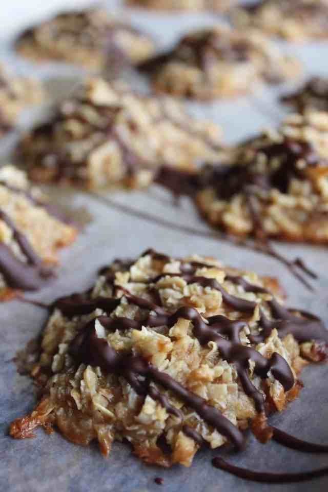 Peanut Butter Coconut Macaroons {gluten free} // Vegan Peanut Butter Desserts