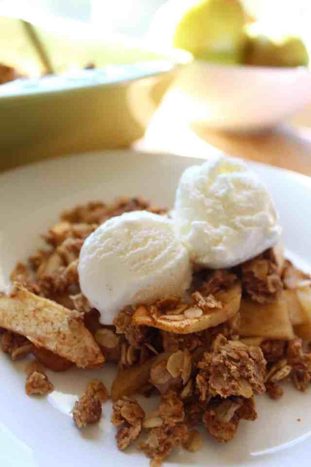 Vegan Peanut Butter Apple Crisp // pumpkin & peanut butter