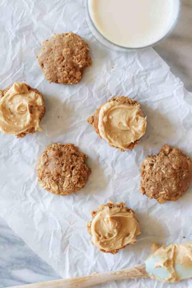 Mini Peanut Butter Oatmeal Cream Pies // pumpkinandpeanutbutter.com