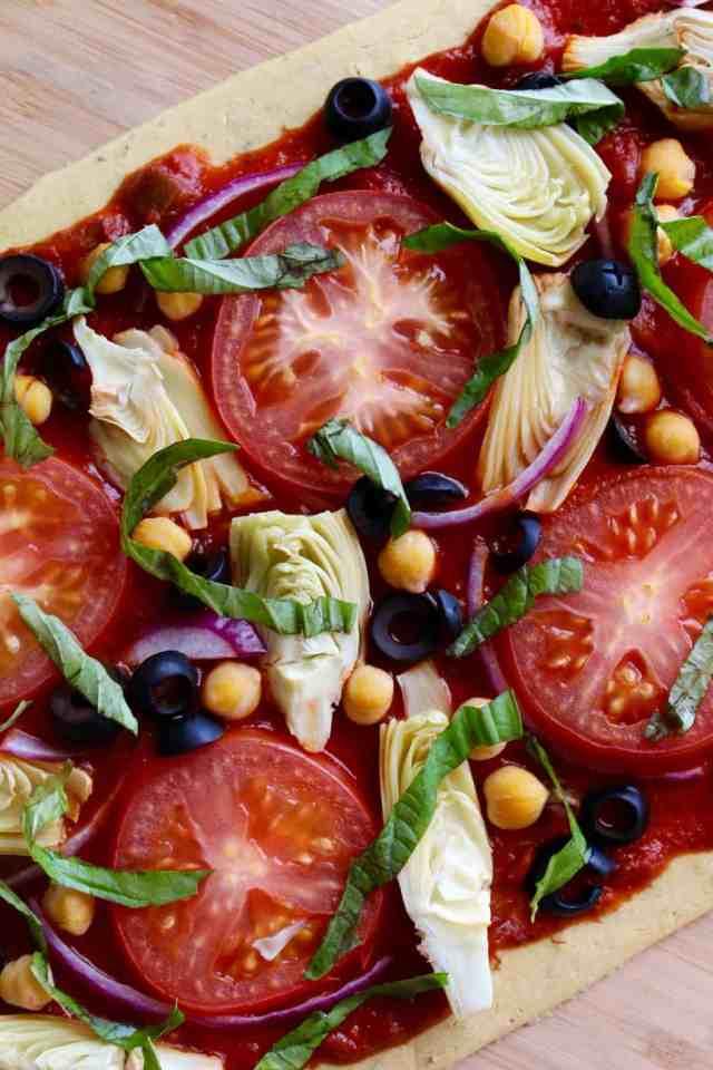 Mediterranean Chickpea Flatbread Pizza {Gluten Free, Vegan} // pumpkin & peanut butter