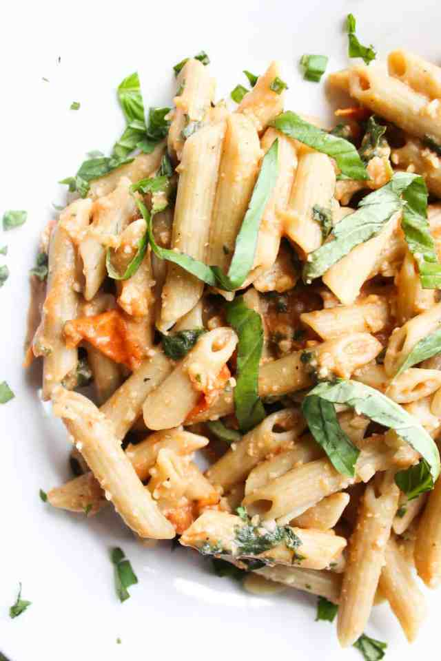 Roasted Tomato Basil Pesto {vegan, gluten free} // pumpkinandpeanutbutter.com