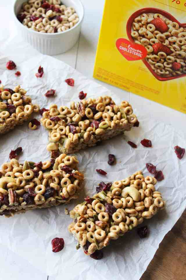 Trail Mix Cheerio Bars {vegan, gluten free} // pumpkinandpeanutbutter.com