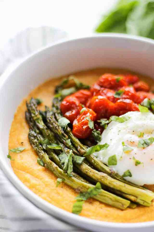 Roasted Tomato & Asparagus Polenta with Poached Egg {gluten free, vegan option} // pumpkinandpeanutbutter.com