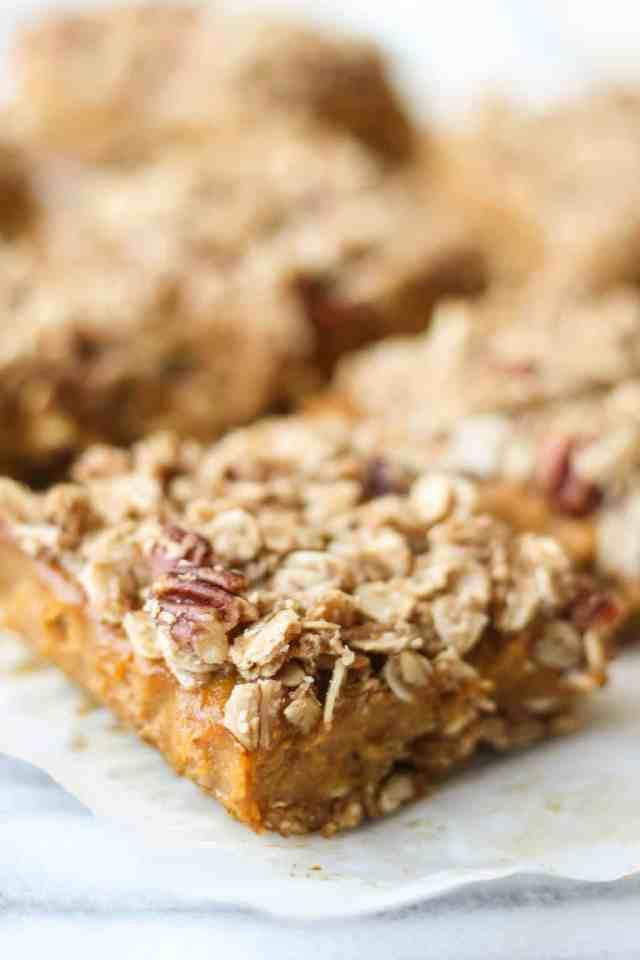 Vegan Pumpkin Oatmeal Streusel Bars {dairy free, gluten free} // pumpkinandpeanutbutter.com