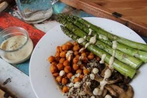 Spargel-Quinoa-Bowl
