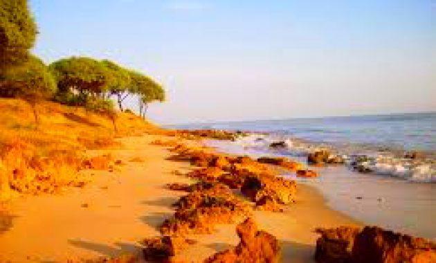 Wisata Pantai Sowan Bancar Primadonanya wisata pantai di Tuban