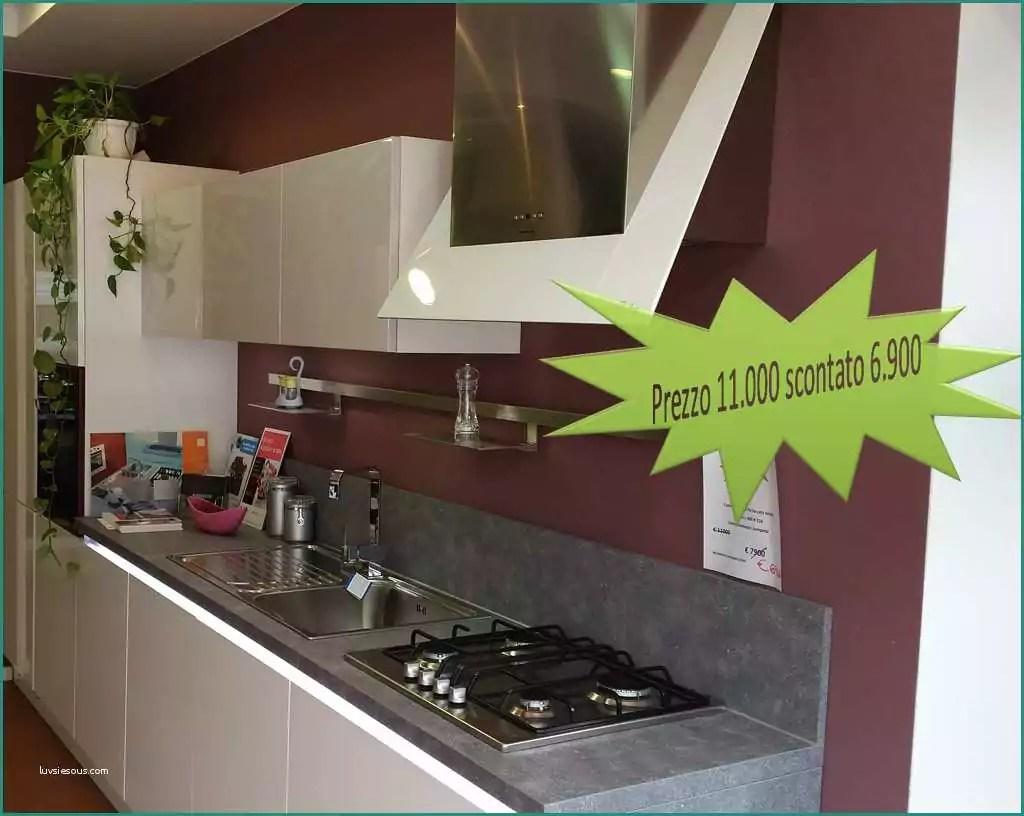 Offerta cucine da esposizione idee per l 39 interior design - Cucine professionali da casa ...