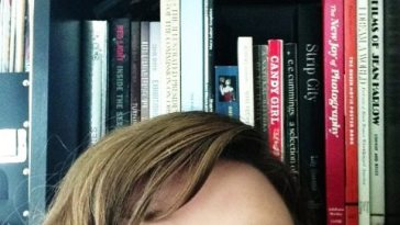 #Bookshelfies: Selfies for Bookworms