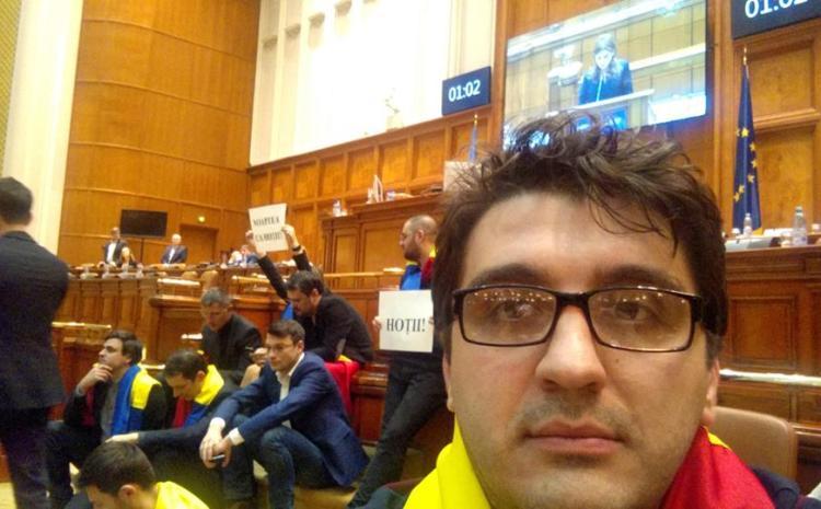 Prisnel, USR: Vom avea candidat la Primăria Craiovei.  PLUS:  PNL nu e partid de dreapta. Sunt doar mai puțin 'răi' decât PSD.
