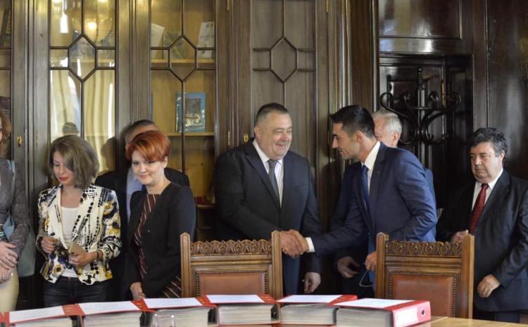 Genoiu pleacă din fruntea primăriei și aruncă mănușa contracandidaților: Oprea, Prisnel și Anișoara Stănculescu să demisioneze din funcțiile pe care le dețin
