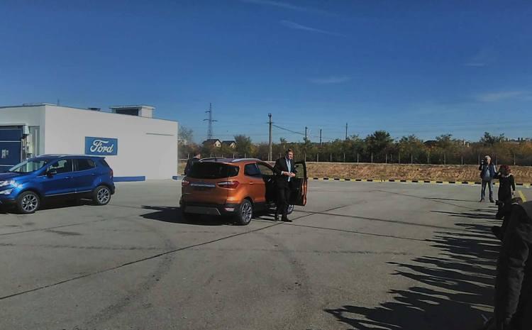 Ziariștii craioveni au încercat să-l convingă pe Iohannis să-și cumpere un Ford EcoSport. VIDEO
