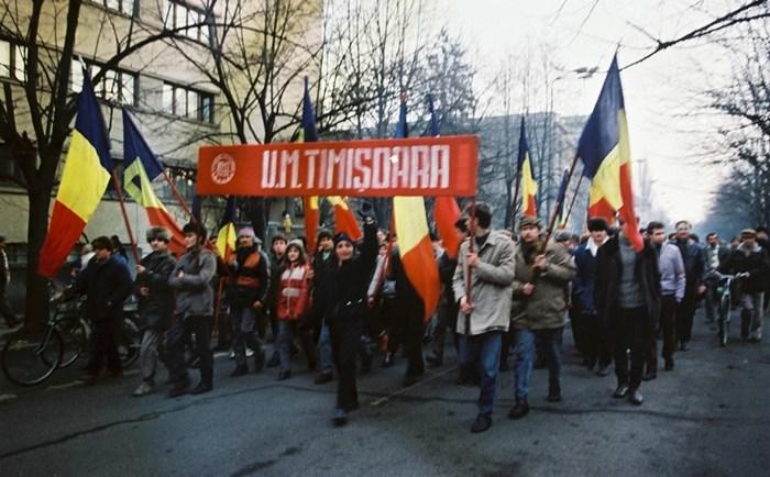 30 de ani. Revoluția de la Craiova (1):  Oltenii către bănățeni: Noi am venit să vă batem cu bâtele şi voi ne daţi pâine