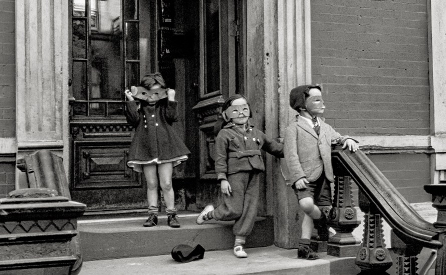 Helen Levitt: New York, 1940. The Albertina Museum, Vienna. Permanent loan of the Austrian Ludwig Foundation for Art and Science Film Documents LLC/Courtesy Thomas Zander Gallery, Cologne.