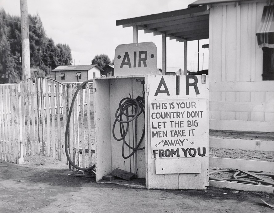 Dorothea Lange: Kern County, California. 1938. © The Museum of Modern Art, New York.