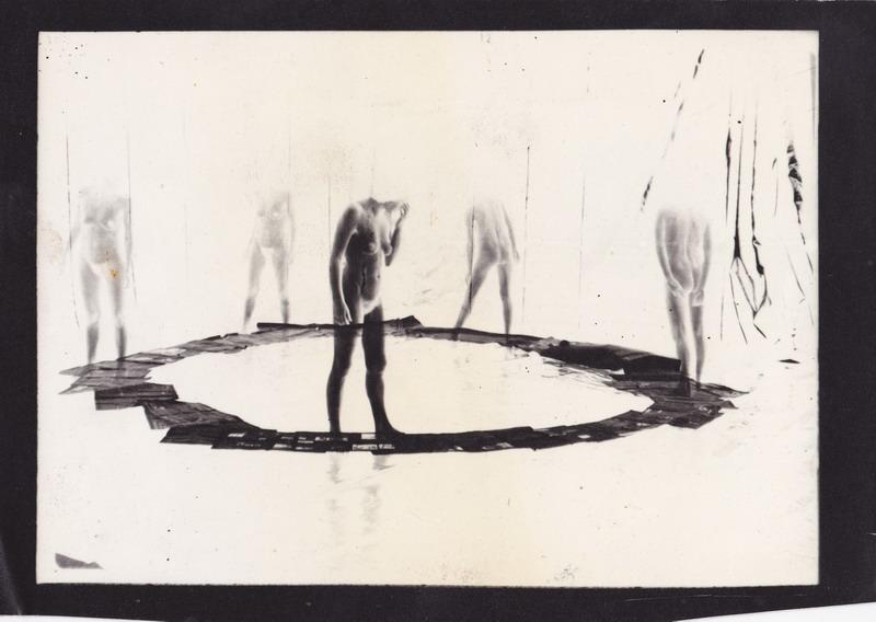 Ujj Zsuzsi: Körbe II/a., zselatinos ezüst, 1991 © A Resident Art Fair és a MissionArt Galéria jóvoltából