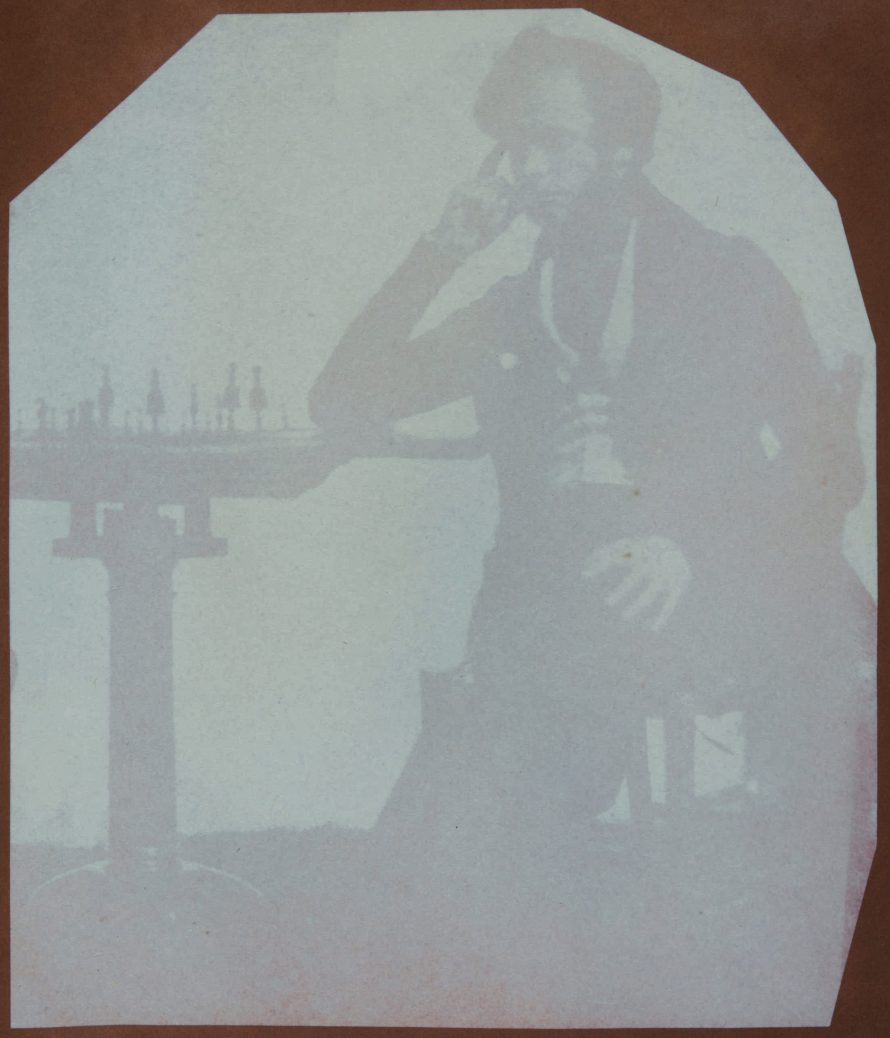Fotó: <b>William Henry Fox Talbot</b>:<br> <i>Nicolaas Henneman playing chess (Talbot's assistant)</i><br> William Henry Fox Talbot Archive<br> Courtesy of Sotheby's<br>
