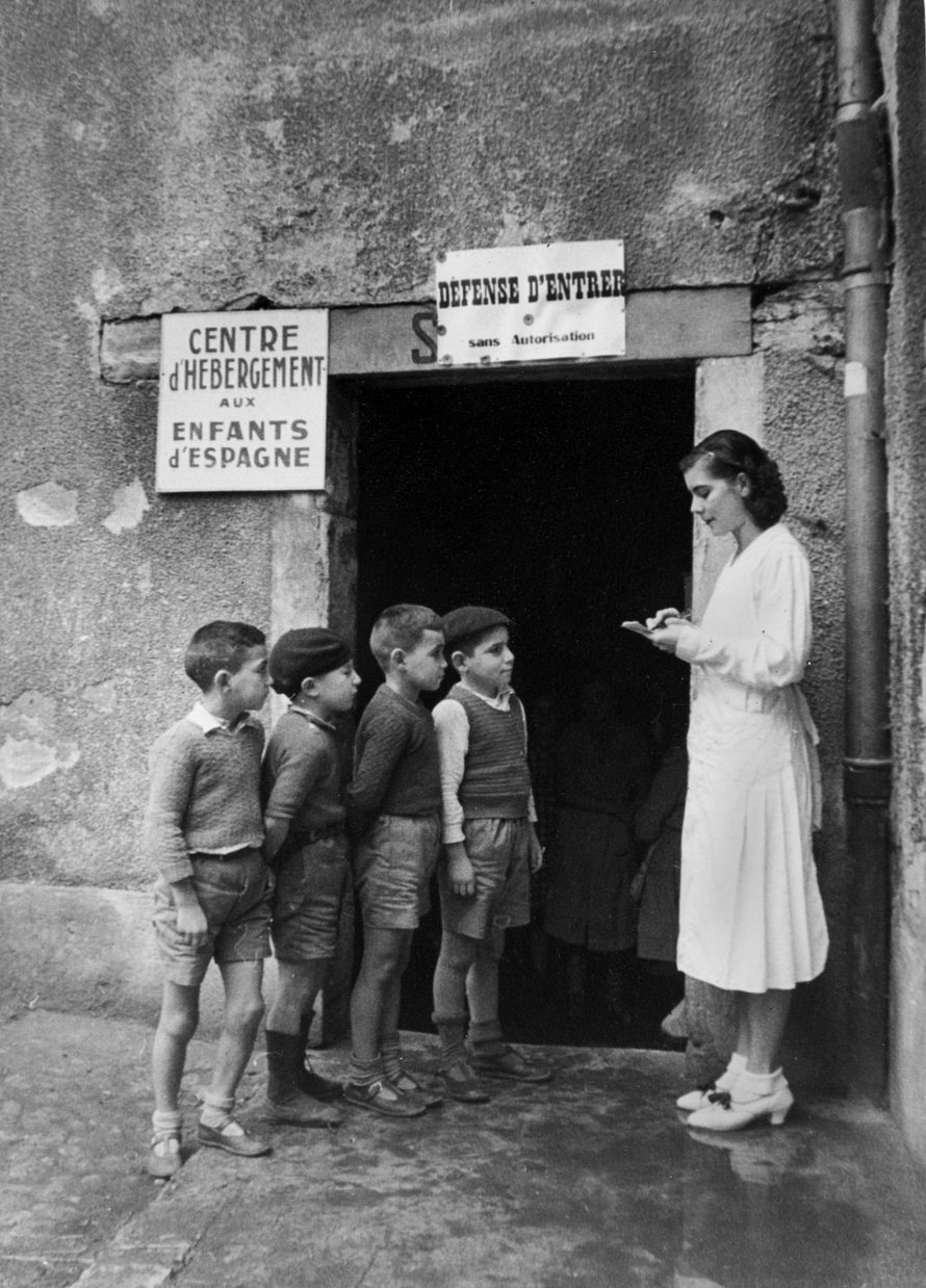 Fotó: <b>Fred Stein</b>: From the series refugee children of the Spanish Civil War: medical care Ville de Valence, 1938<br> © Stanfordville, NY, Fred Stein Archive