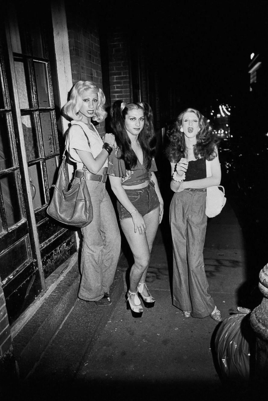 Fotó: <b>Nan Goldin</b>: <i>Best friends going out, Boston, 1973</i><br> Silver gelatin print<br> 20 x 16 in. (50.8 cm x 40.6 cm)<br> (21601) <br> Courtesy of the artist and Marian Goodman Gallery<br> © Nan Goldin