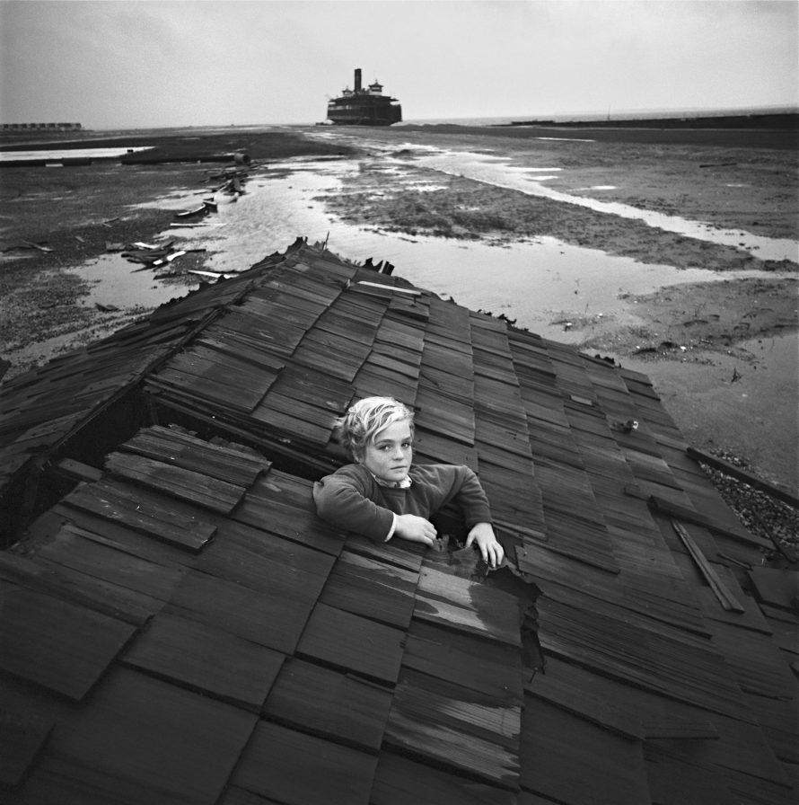 Fotó: <b>Arthur Tress</b>: Flood dream, Ocean City, Maryland, 1971 © Arthur Tress Archive LLC