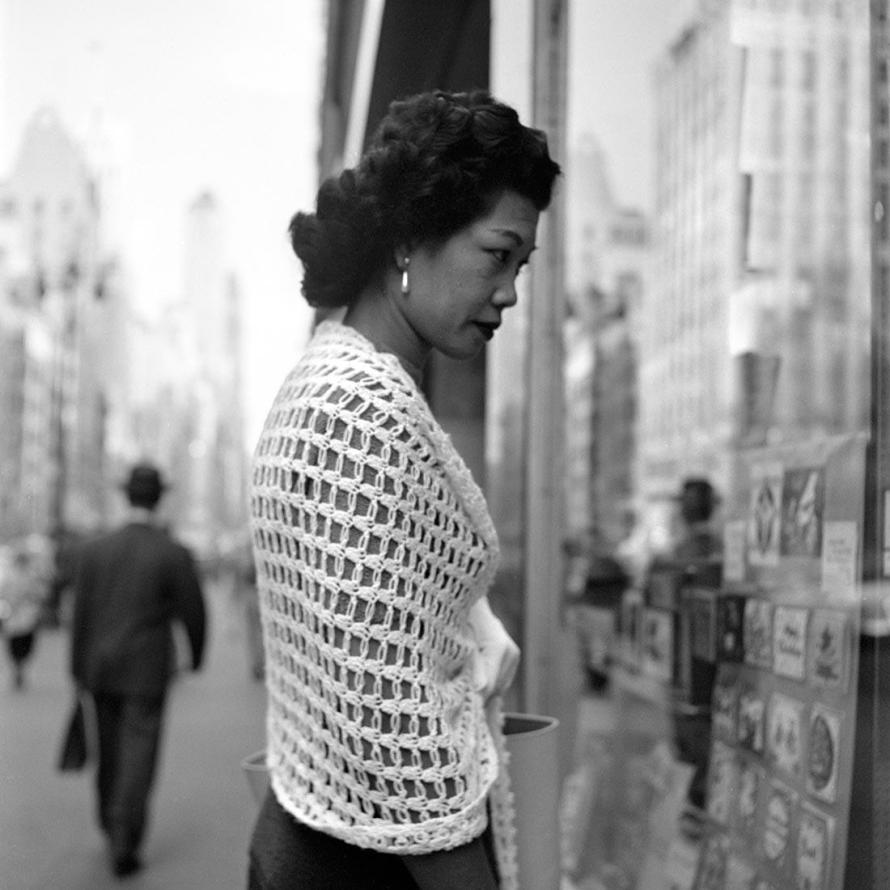 Fotó: Vivian Maier: October 8, 1954. New York, NY © Estate of Vivian Maier, Courtesy Maloof Collection and Howard Greenberg Gallery, New York