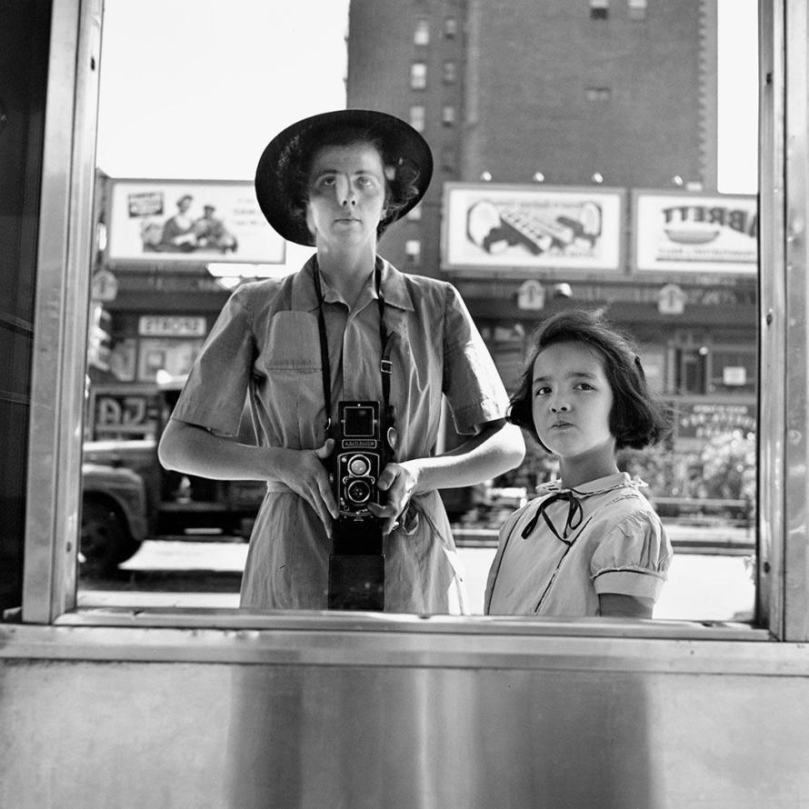 Fotó: Vivian Maier: Self-Portrait, 1953 © Estate of Vivian Maier, Courtesy Maloof Collection and Howard Greenberg Gallery, New York
