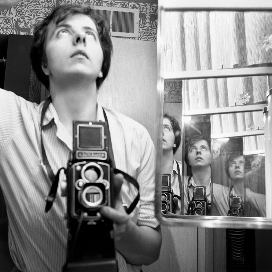 Fotó: Vivian Maier: Self-Portrait, 1956 © Estate of Vivian Maier, Courtesy Maloof Collection and Howard Greenberg Gallery, New York