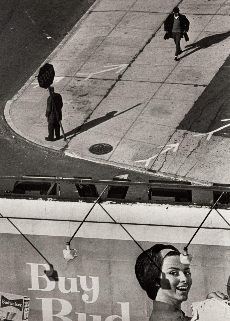 Fotó: <b>André Kertész</b>: Buy, Long Island University, 1962<br> zselatinos ezüst nagyítás, 253x203 mm, a Vintage Galéria jóvoltából