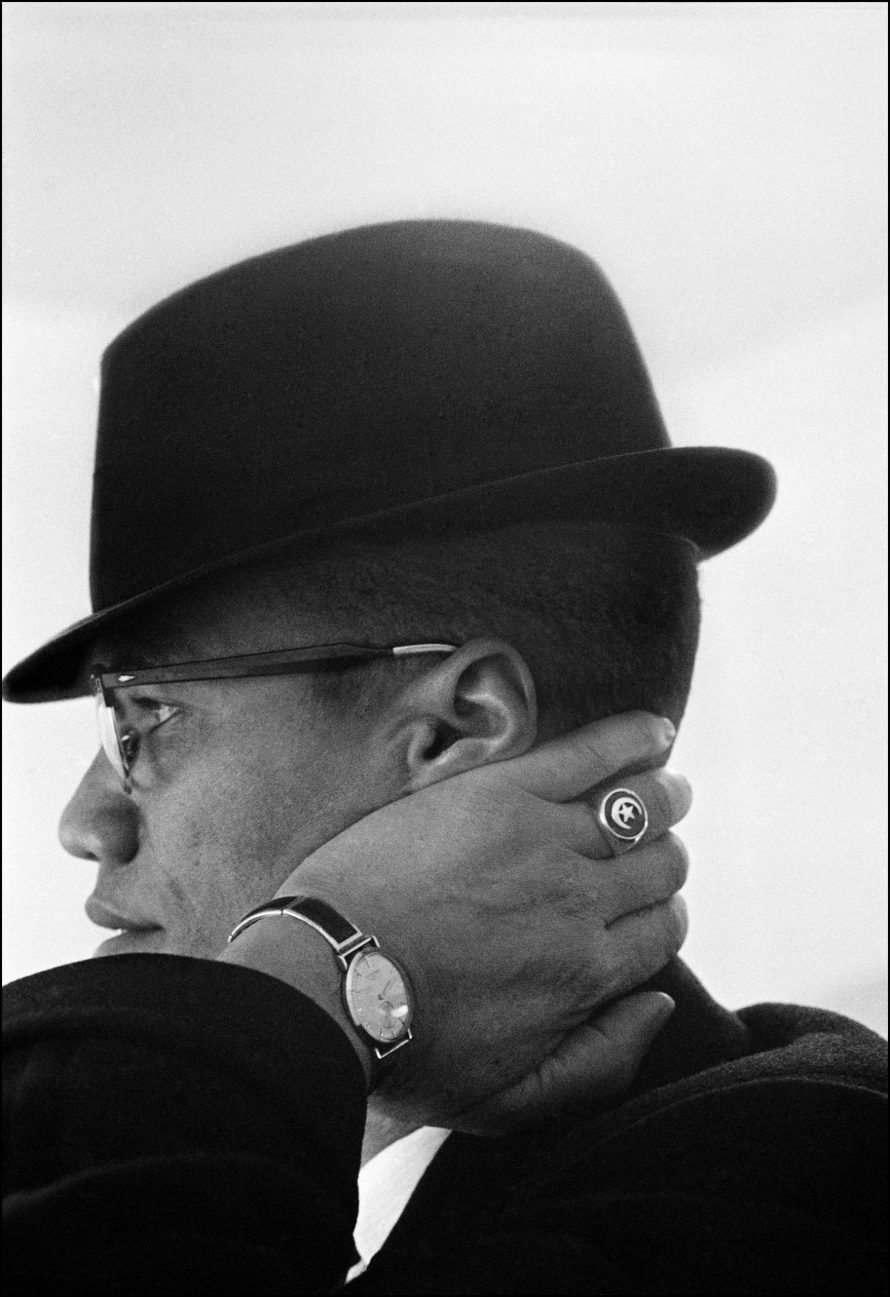 Fotó: Eve Arnold: USA. Illinois. Chicago. Malcolm X during his visit to enterprises owned by Black Muslims. 1962 © Eve Arnold / Magnum Photos
