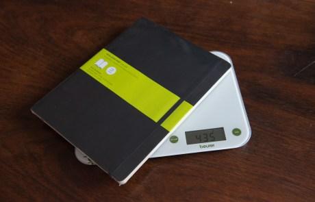 Das Moleskin Softcover-Notizbuch wiegt 435g © Martin Skopal