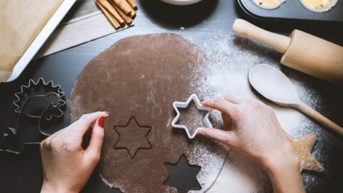 Ever hosted a cookie exchange party? Here are some of our Punky Moms favorite holiday cookie recipes. They are great to give out as inexpensive gifts.