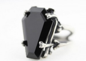 Gothic Valentine Gift Ideas - The best gift guide for the dark heart