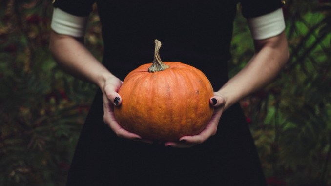The Lazy Mom's Guide To Halloween Decor