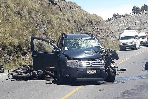 Policía en moto perdió la vida tras choca contra una camioneta