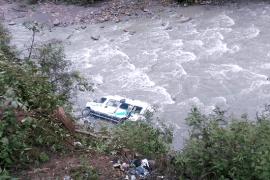 Dos trabajadores del Senasa mueren tras caída de camioneta a abismo en selva puneña