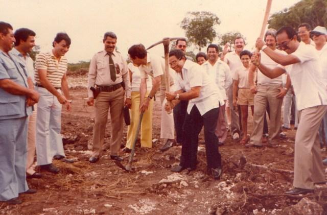 Un joven Rainieri, siempre entusiasta con el inicio de algún nuevo trabajo para mejorar su proyecto y el Aeropuerto Internacional de Punta Cana
