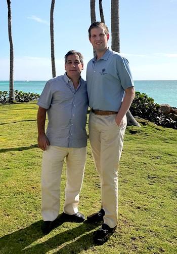 Eric Trump y Fernando Hazoury en una de las playas de Cap Cana
