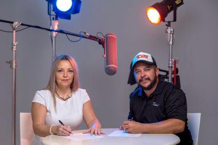 Betina Rey por el Grupo de Medios Punta Cana Bavaro Network y Augusto Tabosky, director de la productora audiovisual Punta Cana Films